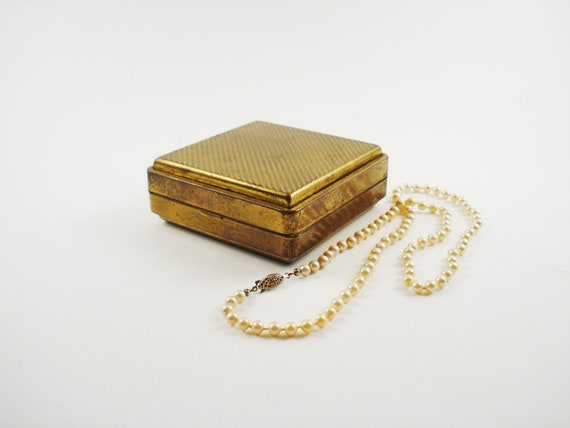 Vintage Jewelry Box / Vintage Travel Jewelry Box / Metal Jewelry Box / Keepsake Box TREASURY ITEM