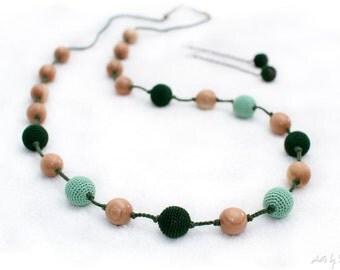 Nursing Necklace - Super Long Juniper Teething mom necklace - Teething toy - Crochet Sling necklace in emerald green.Knoted nursing necklace