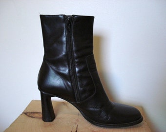 1990s Women's BLACK LEATHER BOOTS - Made in Italy