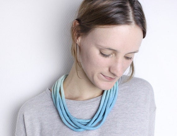 Dip Dye-necklace in light blue and mint