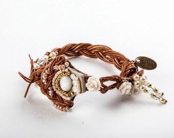 Brides Bracelet. Bead Jewelry. Pearl bracelet.  Romantic  Bracelet. Shell Bracelet