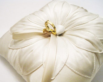 Wedding Ring Pillow: Ivory Silk Fleur Stitched