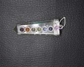 New Healing Crystal Flat 7 Chakras Pencil Pendant With Metal ET A25/3