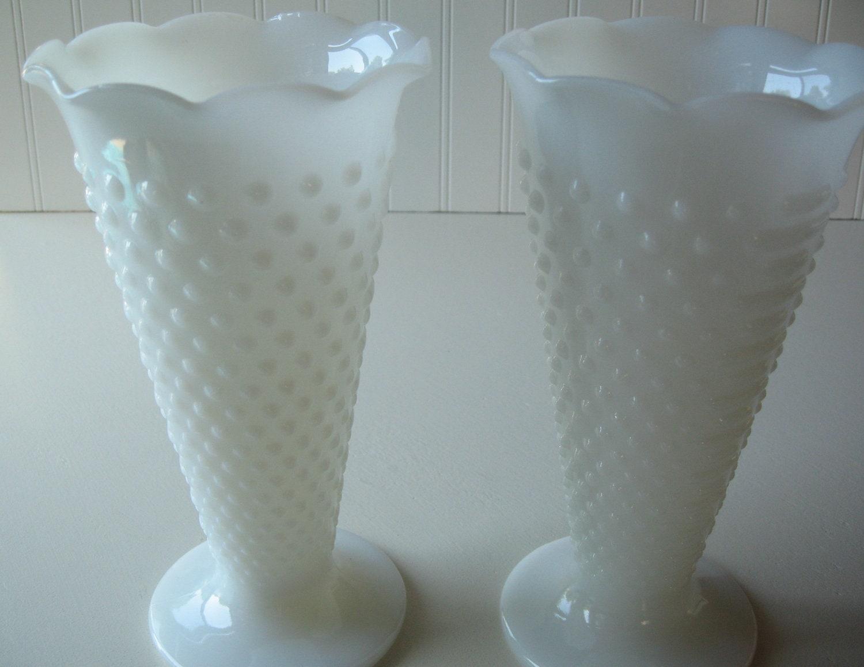 hobnail milk glass vases wedding decoration tablesetting. Black Bedroom Furniture Sets. Home Design Ideas
