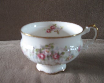 Elizabethan Rosamond Footed Tea Cup