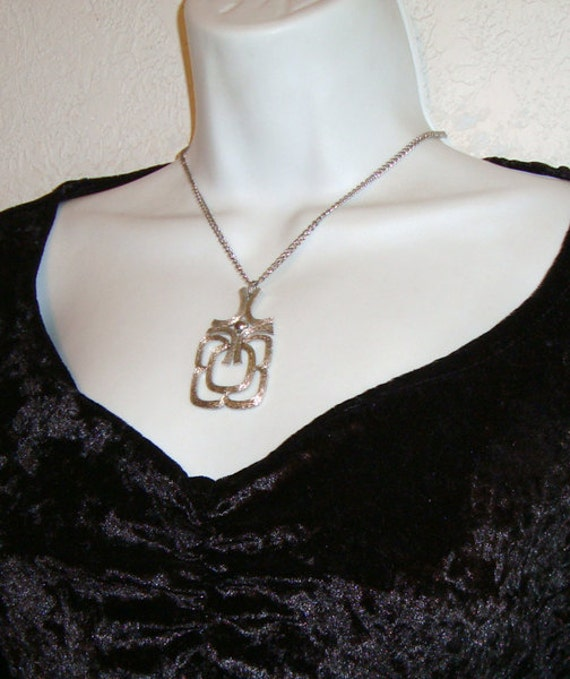 Vintage 1970s Necklace . Articulated Silver-tone Geometric Pendant