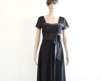 Black Dress With Sleeves. Knee Length Dress.
