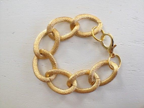 Large textured chain bracelet