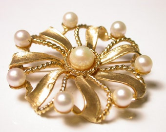 Vintage Brooch - 14k Solid Yellow Gold and Pearl Pin - Weight 14.5 Grams - Pinwheel Rope and Pearls Design - REDUCED # 100