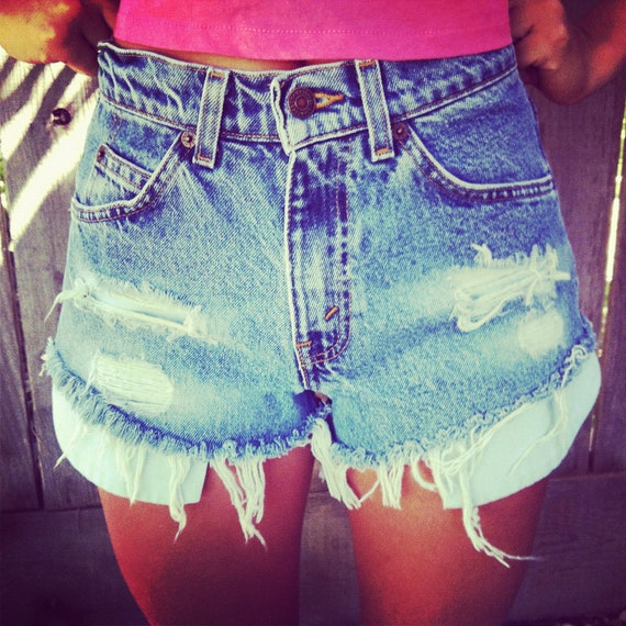 Vintage high waisted Levis denim shorts