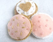 Felt cookies - Coffee and sugar cookies with pink frosting