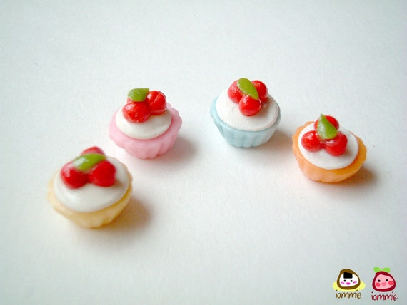 Mini Clay Cupcake, miniature clay cupcake, poly clay, polymer clay food, pastel, dollhouse miniature, clay sweet, mini, cake, tiny, iammie