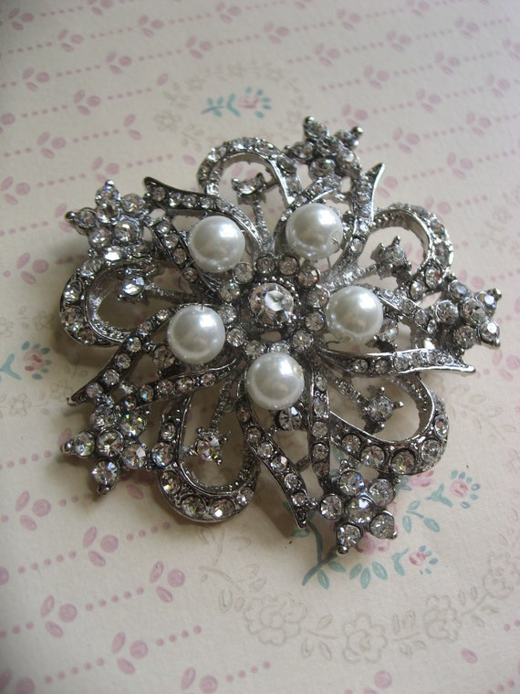 Hollywood glamours Swarovski pearls and rhinestone crystals brooch pin