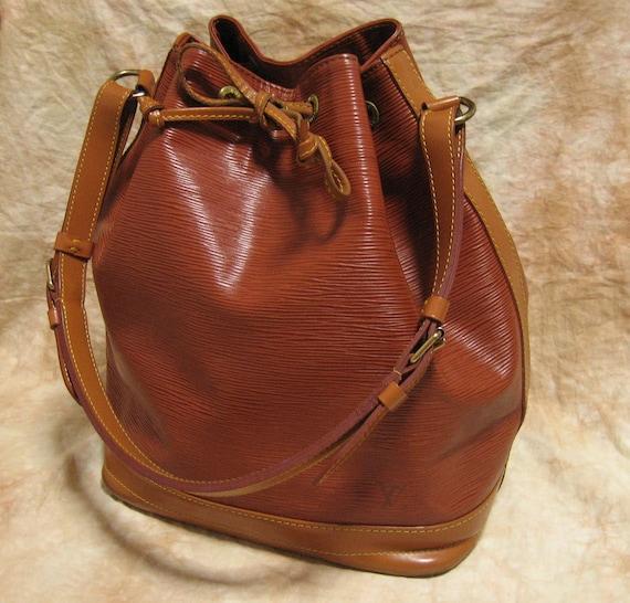 """Louis Vuitton /  """"Bi-color"""" Vintage Epi Noe Shoulder backet bag VI0972  ( purse / pouch )  Brown / 100% authentic"""