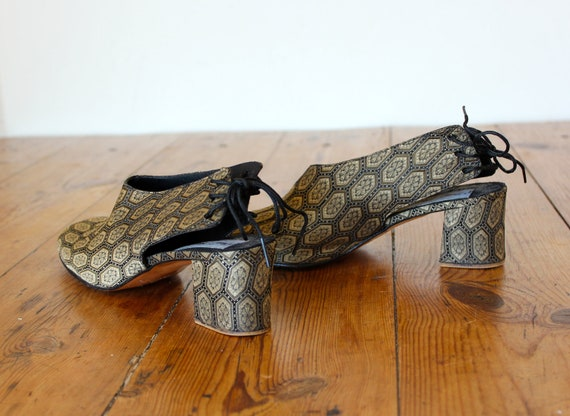 Vintage Tapestry/Brocade Shoes Chunky Heel