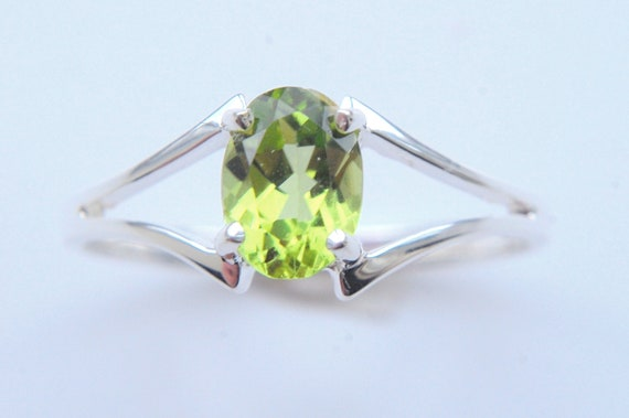 0.69ct Genuine Peridot Sterling Silver Ring size 7