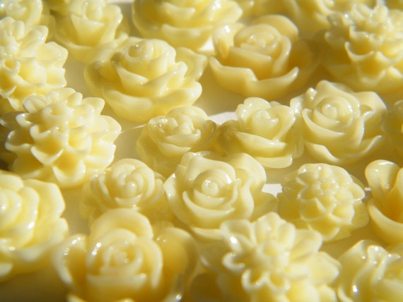Set of 28 - Cream Resin Cabochons Flat Back Resin Roses & Mums Cabochon 10-16mm - Bobby Pins, Flower Rings, Pendants, Earrings