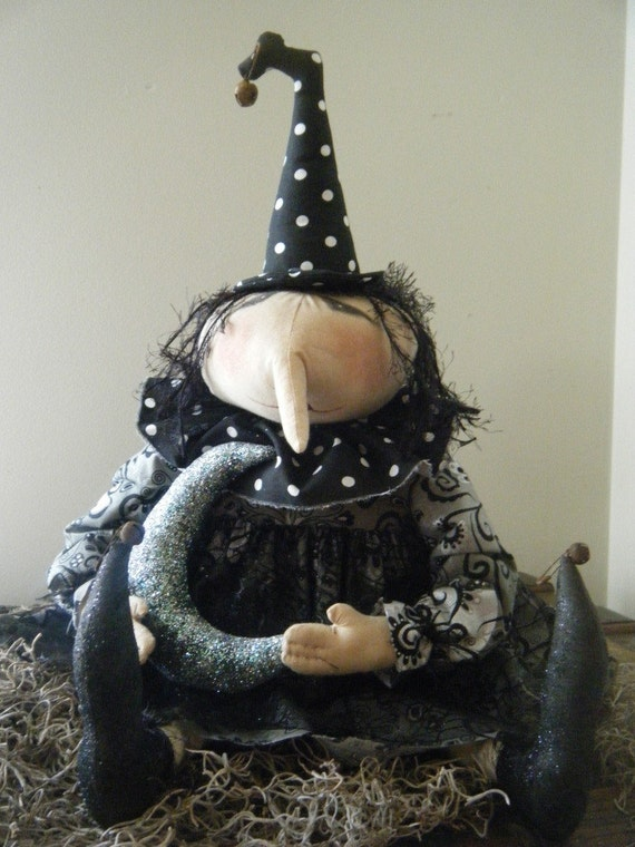pRiMiTiVe HaLLoWeeN LUNa WitCh and her MooN DoLL