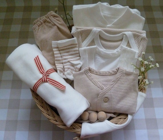 Organic Cotton Newborn Baby Set, Growsuit, Bodysuit, Singlet, Hooded blanket, Bib, Socks, Natural Colour - Unisex