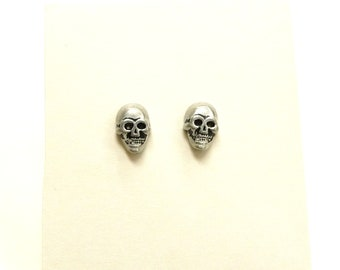 skull earring, skull jewelry,minimalist  skull earring, everyday jewelry, simple jewelry, day of the dead, halloween jewelry