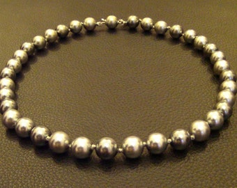 Lovely Vintage Marvella Signed Metallic Shades of Grey Faux Pearl Necklace // Choker