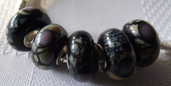 European Style murano glass bead lined yellow with green accents w/glass dots 5PCS B178