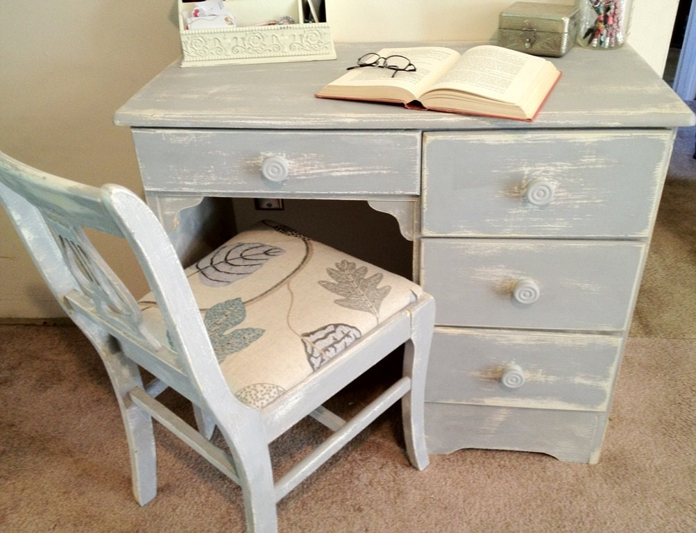 Small Distressed Vintage Desk With Chair