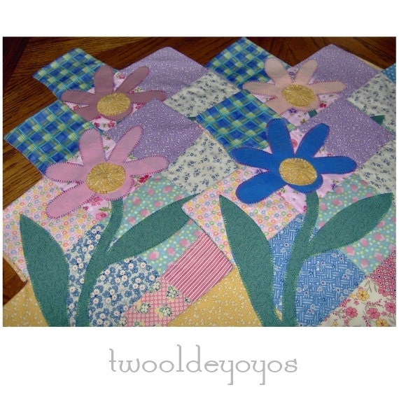 PATCHWORK PLACEMATS and Napkins with 1930 REPRODUCTION Fabrics and Appliqued Floral