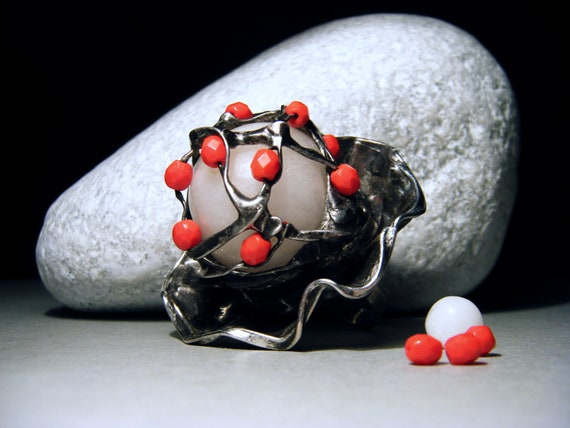 Cocktail Ring - Large Ring - Calcite and Red Glass Beads - 1,6 inch - Tiffany Technique - Bold Big Ring