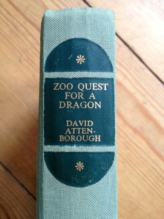 Vintage book. Green book. Zoo Quest for a Dragon. David Attenborough. Science Book, Biology. Natural History.