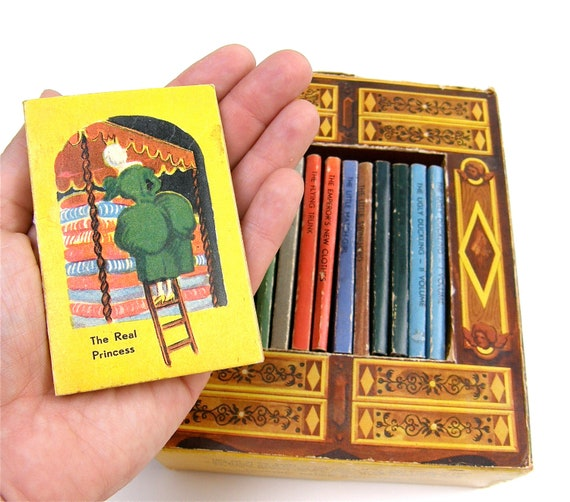 1949 Hans Christian Anderson Box set of Miniature Childrens Books