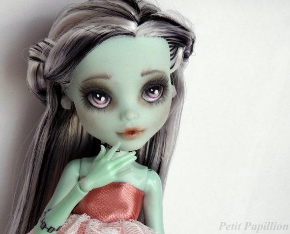 Monster High - 'Gloom Beach' Frankie Stein Repaint