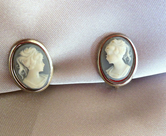Cameo Earrings Blue and White Clip Ons