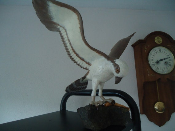 Gorgeous Osprey wooden sculpture, all hand carved and fashioned, great icon for what is known to some as the 'fish Eagle'