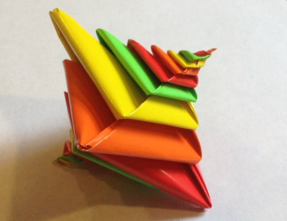 Glossy Origami Bright Spiral (Espiral designed by Tomoko Fuse) Red, Orange, Yellow, Green