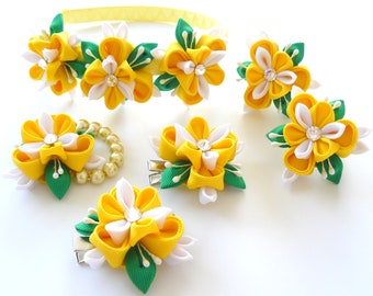 Kanzashi fabric flowers. Set of 6 pieces. Yellow, white and green.
