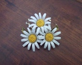 Vintage Daisy Brooch Pin Excellent Condition