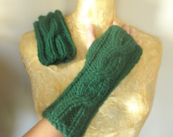 Fingerless green gloves