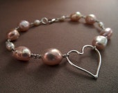 Sterling silver pink freshwater pearl beaded wire bracelet with love heart charm