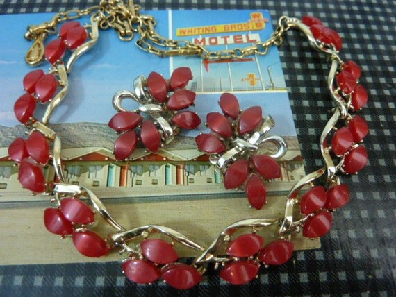 CORO RED THERMOSET  vintage red choker  necklace and clip on earrings set