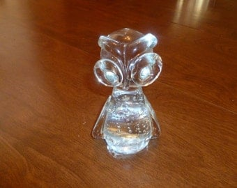 Pretty Glass Owl Paperweight