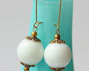 Vintage Style Bridal Earrings, White Gemstone Bridal Earrings, Vintage Style Bridal Accessories, Bridal Jewelry, Wedding Accessories