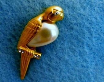 JJ Goldtone Parrot Pin