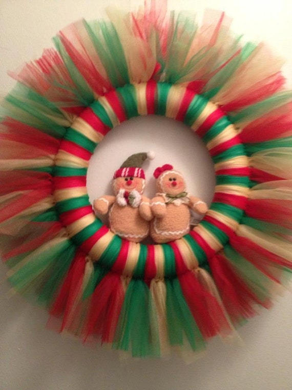 Items similar to christmas gingerbread tulle wreath on etsy for Como hacer decoraciones para la casa