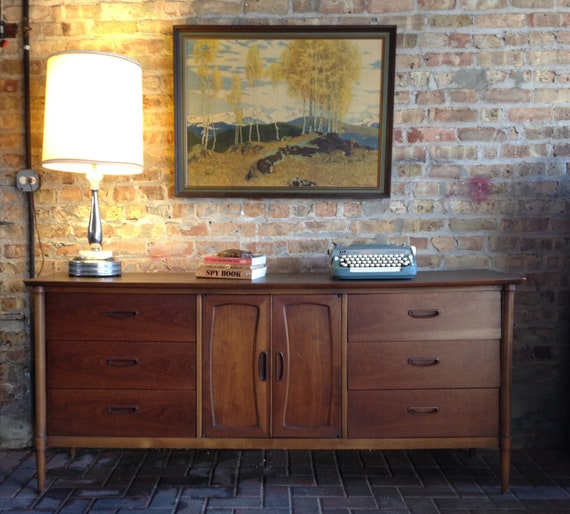 Lane Nine Drawer Dresser / Credenza