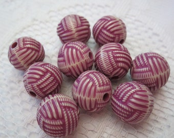 10 Plum Purple & Ivory Cream Acrylic Etched Round Knot Beads  15mm