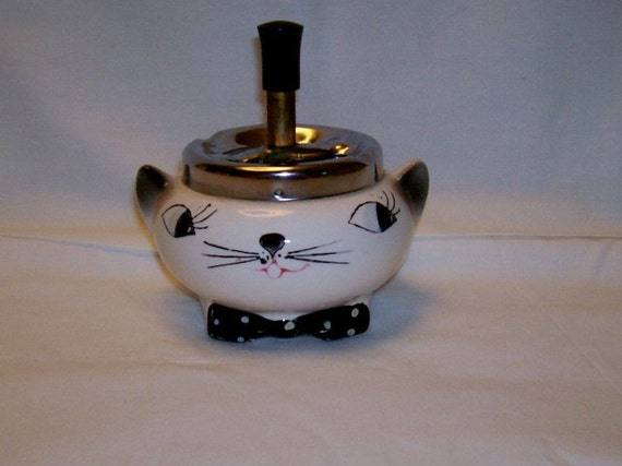 Cat Spinner Ashtray  With working squeker
