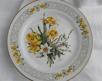 Collectible Plate 1983 The Colonial Bouquets of Williamsburg Plate 24 kt. Gilding Certificate Authenticity