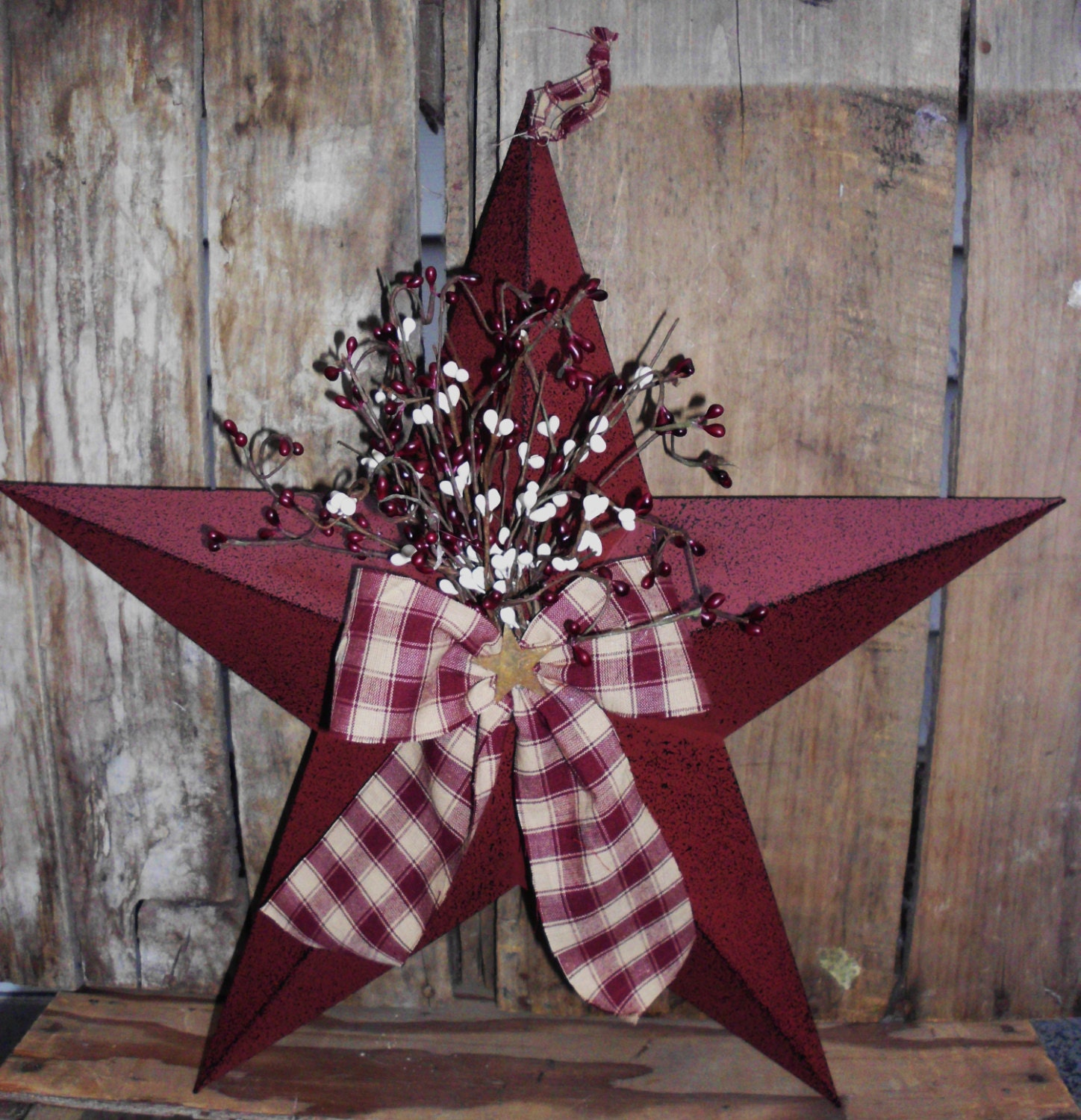 To The Stars Accessories: Primitive 18 Burgandy Barn Star With Pip By