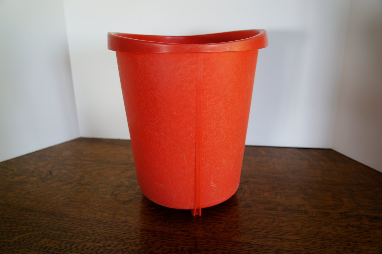 Vintage pink coral trash can bathroom or bedroom rounded for Bathroom garbage can